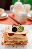 Cake Mille -mille-feuille met frambozen Royalty-vrije Stock Foto
