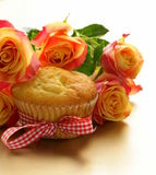 Cake muffin with a bouquet of roses Royalty Free Stock Photo