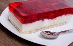 Cake op de lijst in koffie Stock Foto's