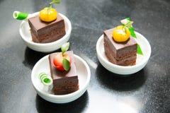 Cake op de lijst voor het buffet in kop Royalty-vrije Stock Foto's