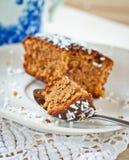 Cake op een plaat Stock Afbeelding