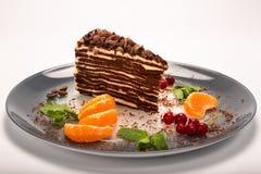 cake på en platta arkivbild