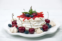 Cake Pavlova meringue Royalty Free Stock Images