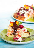 Cake with peaches and raspberries Royalty Free Stock Photos