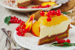 Cake with peaches and red currants Royalty Free Stock Photography
