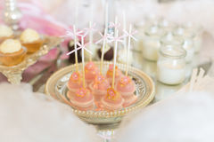 Cake pops and cupcakes Royalty Free Stock Images