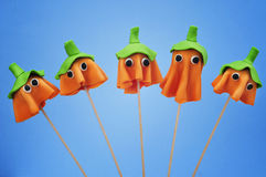Cake pops with the shape of ghost Halloween pumpkins Royalty Free Stock Photos