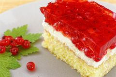 Cake with red currant berries Stock Photography