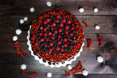 Cake with red currants, raspberries and blackberries Royalty Free Stock Photos
