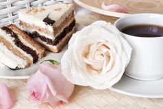 Cake with romantic roses Stock Photography