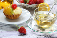 Cake from shortcake dough with fruit, tea in a transparent teapo Royalty Free Stock Photos
