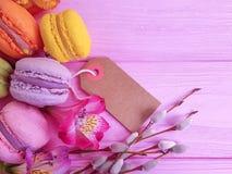 Cake smakelijk heerlijk yummy dessert op de kleurrijke lente als achtergrond stock afbeeldingen