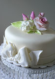 Cake with sugar roses Royalty Free Stock Photos