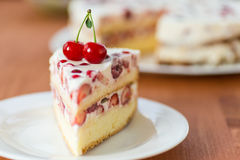 Cake with summer fruit Royalty Free Stock Photography