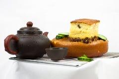 Cake, theepot en komkommers Royalty-vrije Stock Afbeelding