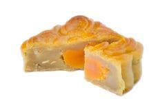 Cake van de close-up tonen de vierkante maan en één of ander segment de eierdooier isoleert Stock Afbeeldingen
