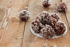 Cake van fig. en noten in kokosnotenvlokken handmade stock foto