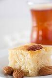 Cake van het Basbousa de Traditionele Arabische Griesmeel met Noten Oranje Bloss royalty-vrije stock afbeelding