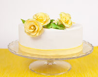 Cake with yellow roses Stock Images