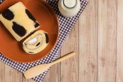 Cakebroodje: Verse Opgenomen Melkroom Stock Afbeeldingen