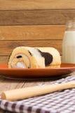 Cakebroodje: Verse Opgenomen Melkroom Stock Foto