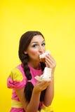 cakedockan äter barn för kvinna för stiftstil två övre royaltyfri foto