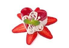 cakehjärtajordgubbe Fotografering för Bildbyråer