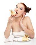 caken äter smakligt kvinnabarn arkivfoto