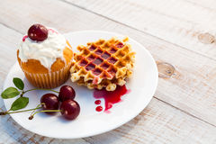 Cakes with cherry Royalty Free Stock Photos