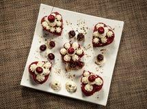 Cakes in de vorm van harten voor minnaars Royalty-vrije Stock Afbeeldingen