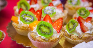 Cakes decorated with strawberry and a kiwi Stock Photography