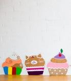Cakes die van document op witte achtergrond worden gemaakt Royalty-vrije Stock Foto