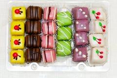 Cakes in doos Stock Afbeelding
