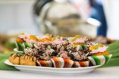 Cakes en andere suikerachtige snacks Stock Foto