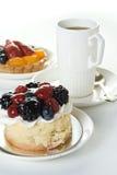 Cakes en kop van koffie stock foto