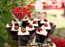 Cakes with fresh strawberries Royalty Free Stock Photography