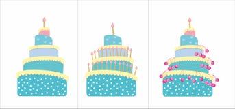Cakes met kers en kaarsen Stock Afbeelding
