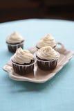 Cakes op een dienblad Stock Foto's