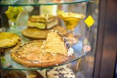 Cakes op vertoning stock fotografie