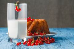 Cakes with red currant decorated with fresh red berries Royalty Free Stock Images