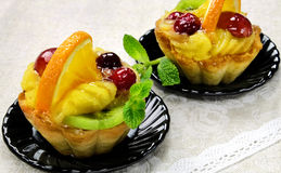 Cakes with slices of fresh fruit. Royalty Free Stock Photos