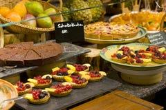 cakes som sköter om frukt Royaltyfria Foton