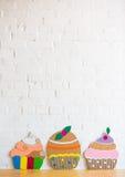 Cakes die van document op witte achtergrond worden gemaakt Royalty-vrije Stock Afbeelding