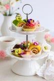 Cakes voor middagthee Stock Foto
