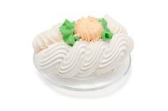 Cakeschuimgebakje op plaat Stock Foto's