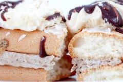 Cakestukken van chocolade en vanille het vullen Stock Foto's