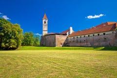 Cakovec gammal stad i grön natursikt Arkivfoto