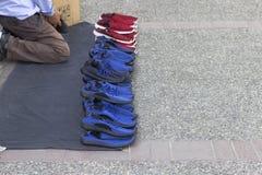 Calça o vendedor na rua em Turquia foto de stock