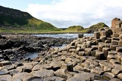 Calçada de Giants e penhascos, Irlanda do Norte foto de stock