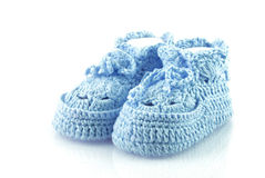 Calçados dos rapazes pequenos. Fotos de Stock